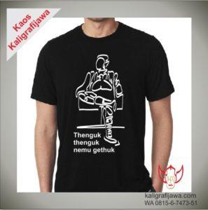 Kaos Kaligrafi Aksara Jawa Gambar Orang Thenguk-thenguk
